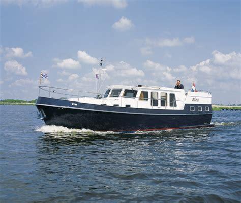 Platbodem Huren Lauwersmeer by Breva Boat Charter Holland