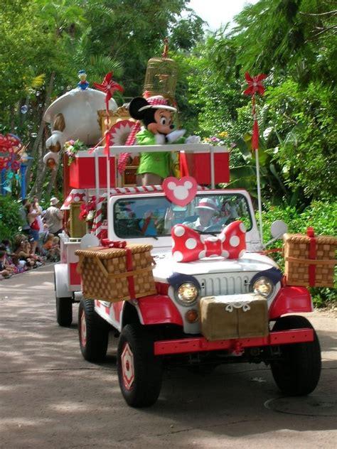 jeep christmas parade animal kingdom parade wdw minnie jeep was one of my favs