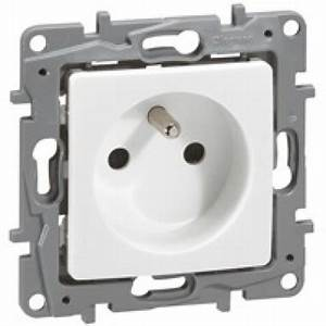 Goulotte Electrique Avec Prise : prise de courant 2p t legrand nilo blanc 664735 ~ Mglfilm.com Idées de Décoration