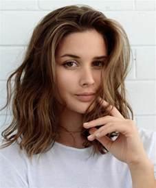 coupe de cheveux frisã s les cheveux ondulés comment les obtenir archzine fr