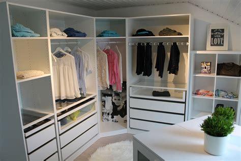 Ikea Malm Kleiderschrank by Ikea Pax Ankleidezimmer Einrichten Beispiel Bow