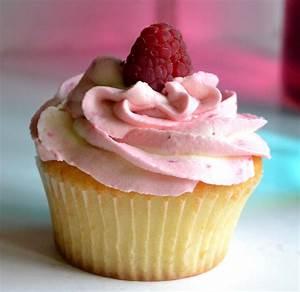 Cupcakes Mit Füllung : himbeer vanille cupcake kuchen cupcakes himbeer ~ Watch28wear.com Haus und Dekorationen