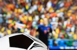 Match Die Bilder : german sports fan showing thumbs up bilder und fotos ~ Watch28wear.com Haus und Dekorationen