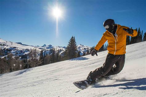 snowboard snowboarding turn ski winter sport frontside turns como washington snow state snowboarder board benefici vacation resorts backside resort skiing