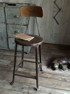 Chaise De Bar Industriel : best 25 chaise de bar industriel ideas on pinterest tabouret bar industriel bars industriels ~ Teatrodelosmanantiales.com Idées de Décoration