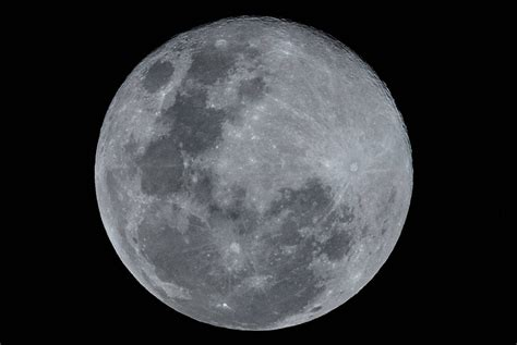 Us Aims To Return Astronauts To The Moon Within 5 Years