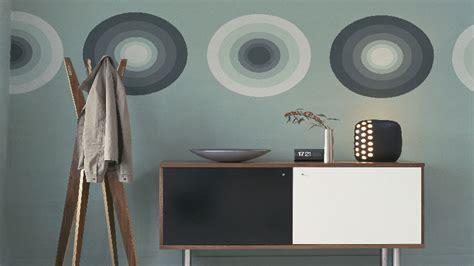 peinture pour meuble en bois peindre un meuble avec une peinture en bombe c est top