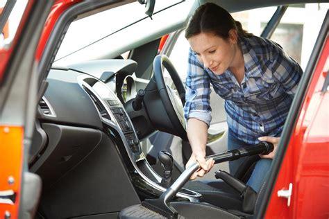 laver siege voiture comment nettoyer des taches de gras sur un siège de voiture