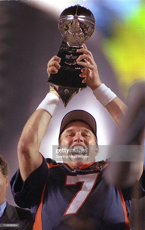 Denver Broncos John Elway Holds The Super Bowl Xxxii Vince