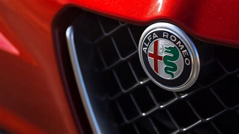 Alfa Romeo Badge Wallpaper alfa romeo giulia quadrifoglio grille badge 2017