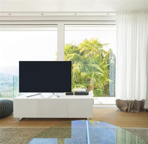 Fernseher Mitten Im Raum Aufstellen