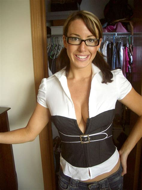 Sexy Cougar With Glasses Porn Photo EPORNER