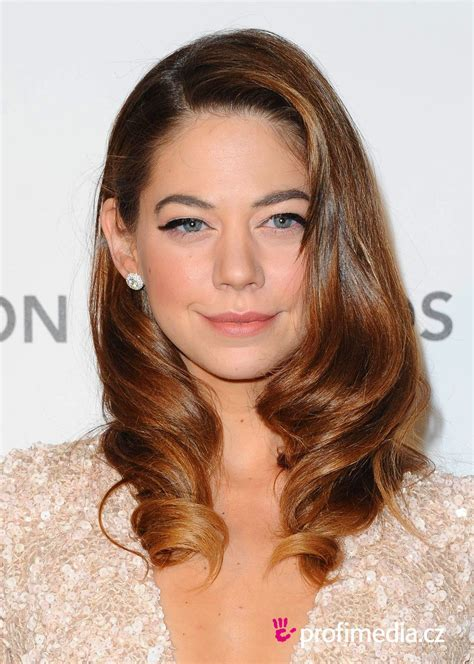 Analeigh Tipton     hairstyle   easyHairStyler