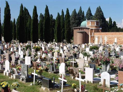Venezia l asta d oro per essere sepolti nella città