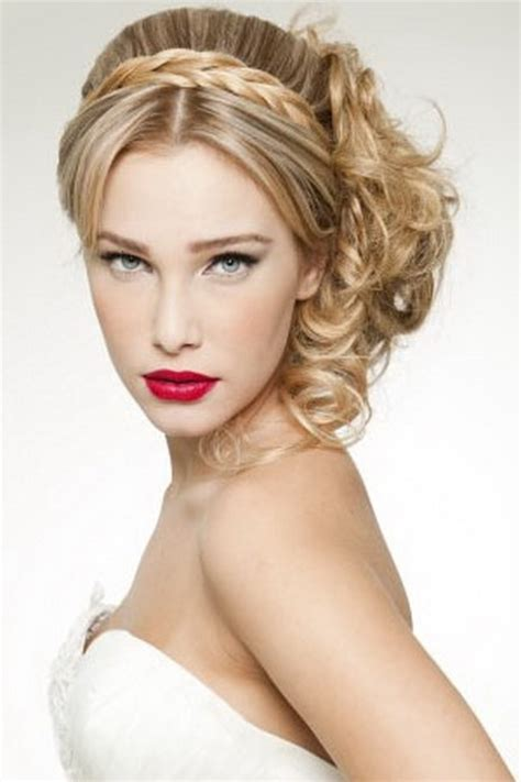 Different hairstyles for short curly hair