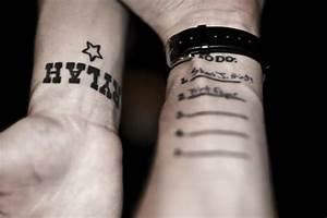Tattoo Armband Handgelenk : 80 super attraktive handgelenk tattoo ideen ~ Frokenaadalensverden.com Haus und Dekorationen