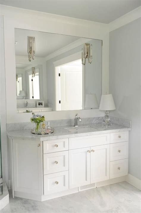 White Vanity Bathroom Ideas by 17 Best Ideas About Corner Showers On