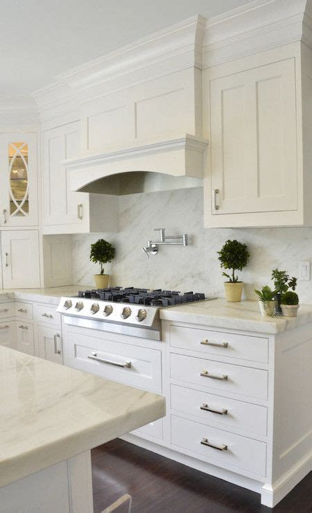 glass for cabinets in kitchen best 25 kitchen range hoods ideas on range 6821