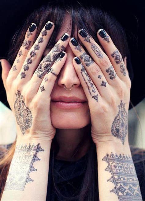 finger tattoo ideen und ihre bedeutung