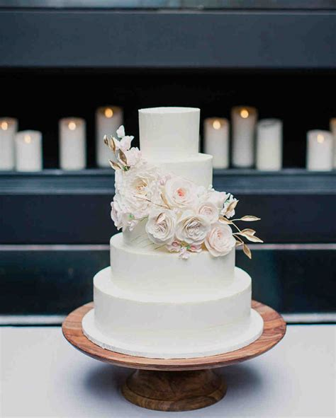 white wedding cakes    case