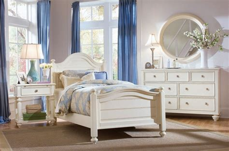 Affordable White Traditional Bedroom Furniture