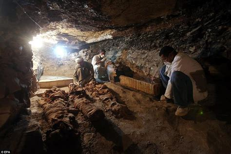 Archaeologists Discover Amazing New Tomb Near Egypt's