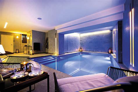 piscine intérieure à le luxe ultime