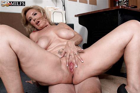 Laura Layne Milf Spreading Pussy Rodman