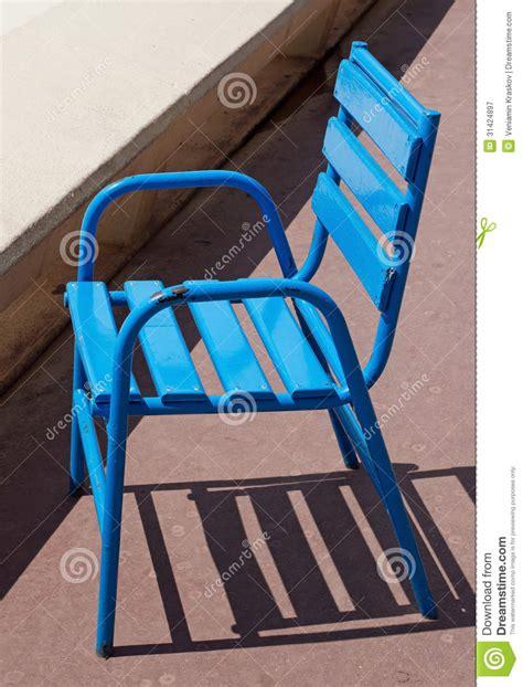 chaise bleue cannes chaise bleue image stock image du méditerranéen