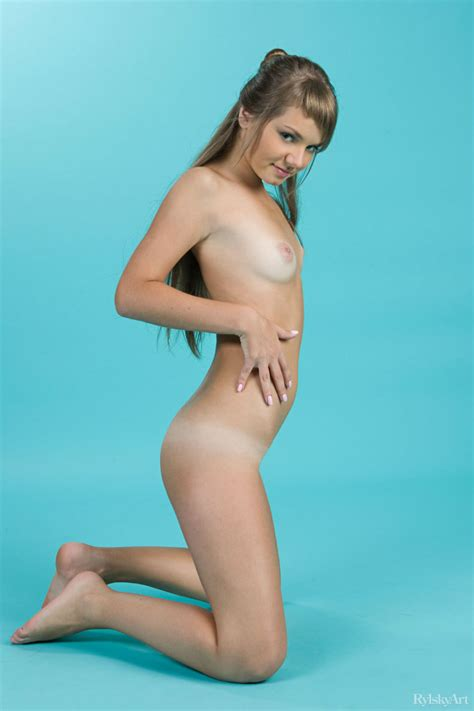 Laura Nude In B Lau Free Rylsky Art Picture Gallery At