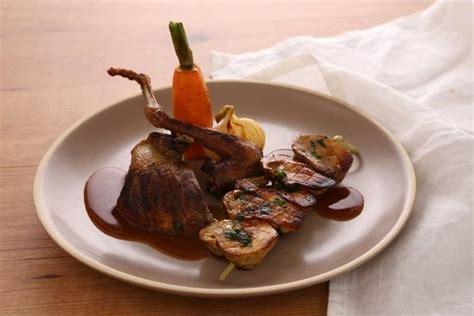 cuisine pigeon cocotte recette de pigeon rôti et cocotte de cèpes en persillade