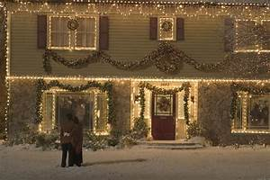 "Tour the ""Home Alone"" Christmas Movie House"