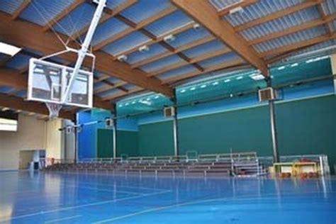 salle de sports et mur 224 gauche bazas 33 par bardin eurl d architecture