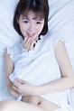 白嫩乙女模特露肚脐睡衣性感丰满人体图片-仔仔网