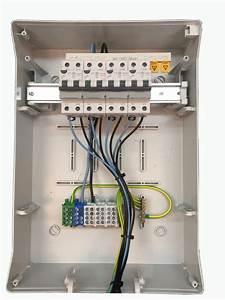 Nombre De Prise Par Disjoncteur : coffret caravane 4 prises p17 16a 2p t et 4 disjoncteurs ~ Premium-room.com Idées de Décoration