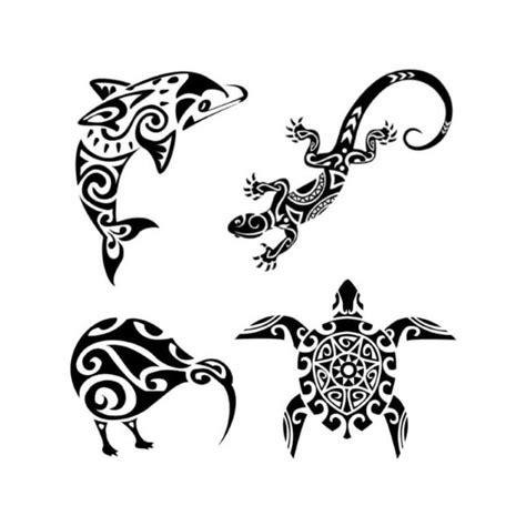 foto de 4 tatouages temporaires maorie tortue dauphin lézard kiwi