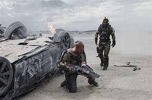 ELYSIUM Review. ELYSIUM Stars Matt Damon, Jodie Foster ...