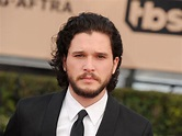Kit Harington no longer has a beard and Twitter is freaking the eff out