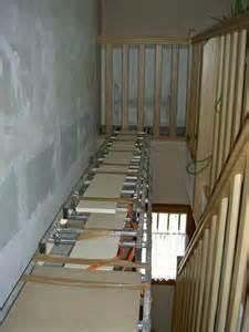 Comment Peindre Plafond Cage D Escalier by Comment Tapisser Ou Peindre Une Mont 233 E D Escaliers Home