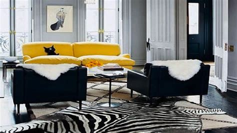 peinture cuir canapé couleur jaune peinture et idée déco salon chambre cuisine