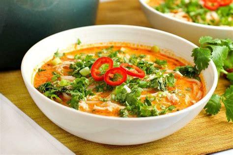 cuisine thailandaise poulet recette facile de soupe poulet et nouille à la thaïlandaise
