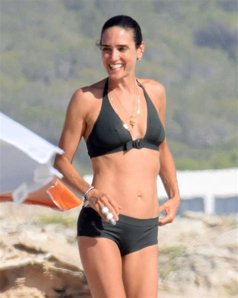 jennifer connelly japanese song jennifer connelly paul bettany enjoy a beach day in