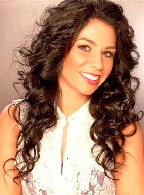 20+ Long Curly Hairstyles for Round Faces Hairstyles and