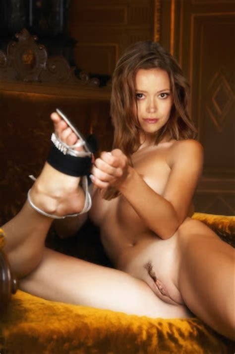 Summer Glau Nude Possing Her Boobs Tits Ass From Behind Fake Celebrities Naked
