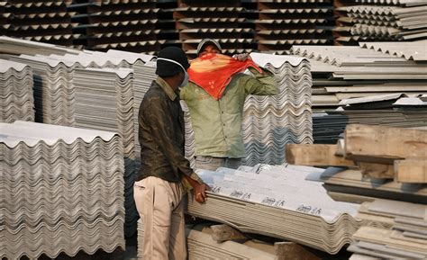 indian industry promotes asbestos  benefiting  poor