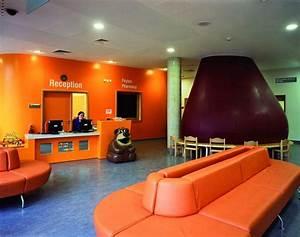 Moorfields Eye Hospital, interior lobby of treatment ...