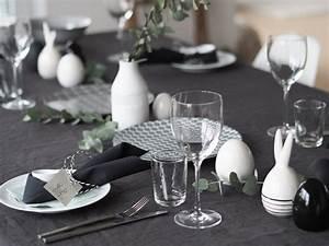 Tischdeko Schwarz Weiß Ideen : nordische tischdeko simpel und lagom in schwarz wei grau graurosa wattewolken ~ Bigdaddyawards.com Haus und Dekorationen