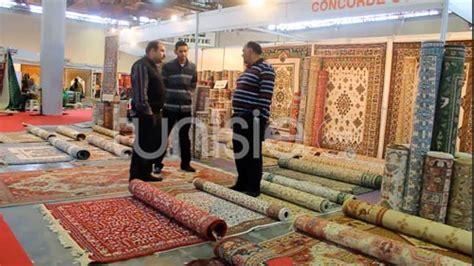 ambiance de la foire du tapis et des tissages traditionnels tunisiens jusqu au 23 d 233 cembre