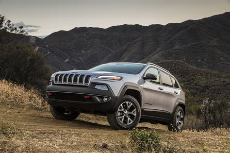 jeep cherokee green 2015 2015 jeep cherokee photo gallery autoblog