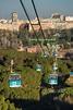 Teleférico sobre el parque de la casa de campo en madrid ...